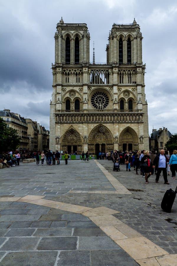 De voorgevel van de Notredame stock afbeeldingen