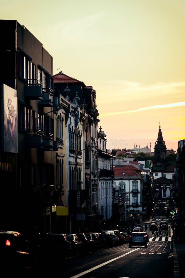 De voorgevel van de zonsondergangstraat stock fotografie