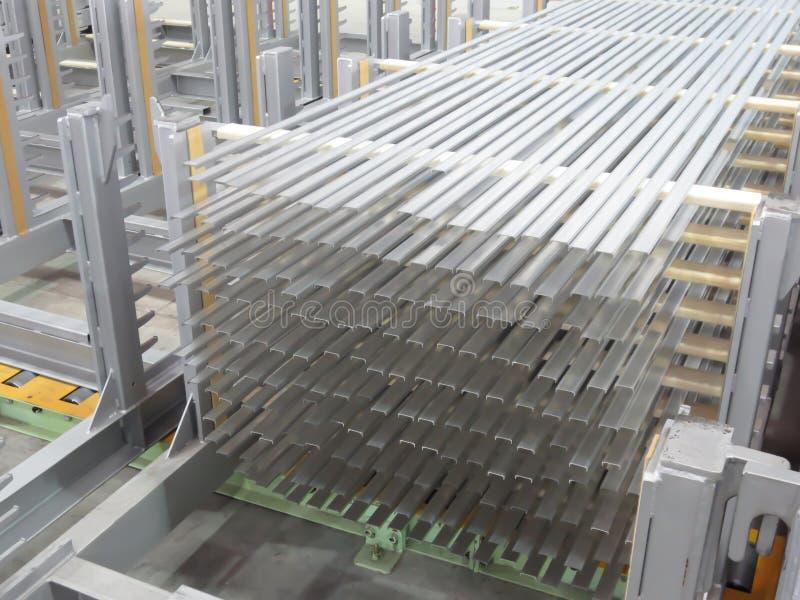 De voorraadrek van aluminiumlijnen royalty-vrije stock afbeelding