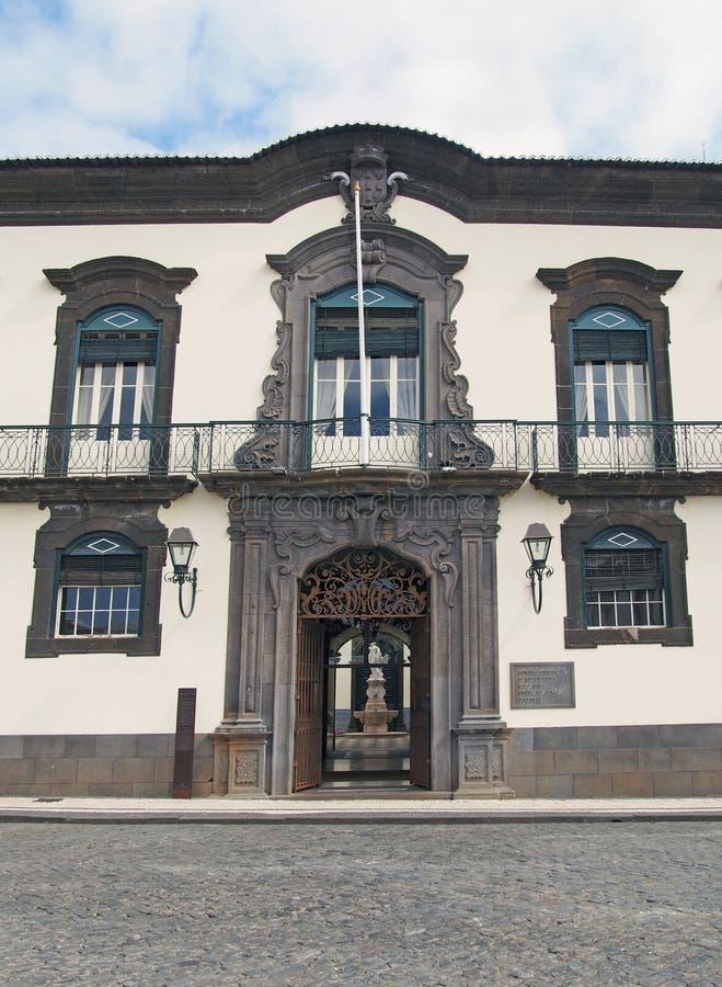 De voorvoorgevel van het stadhuis van Funchal in madera een historisch die gebouw de 18de eeuw als privé woonplaats wordt ingebou stock afbeeldingen