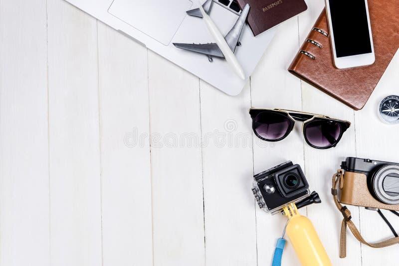 De voorwerpen en het materiaal van bedrijfsreisblogger stock foto