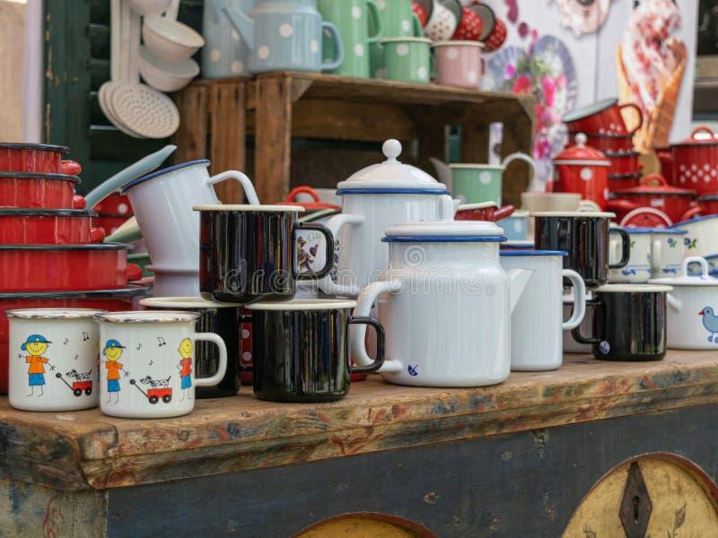 De voorwerpen van de metaalkeuken voor verkoop stock fotografie