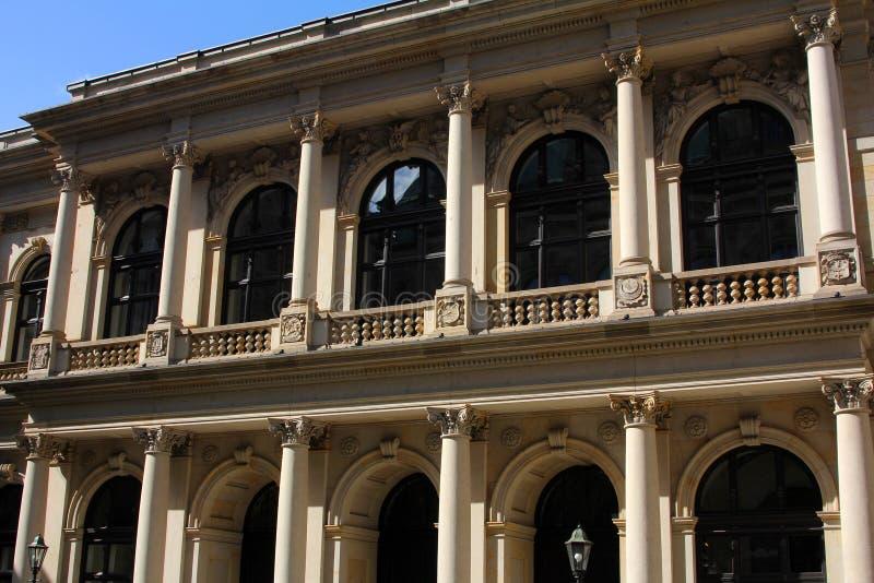 De voorzijde van een historisch gebouw royalty-vrije stock afbeeldingen