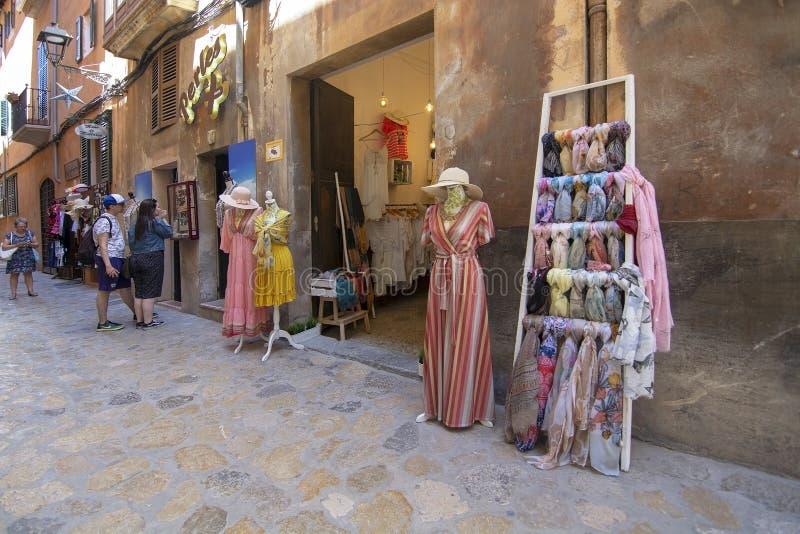 De voorzijden van de manierwinkel in Oude Stad Palma Mallorca stock afbeeldingen