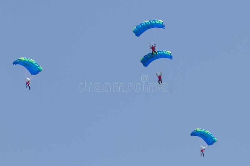 De vorming van Skydiving het presteren royalty-vrije stock foto