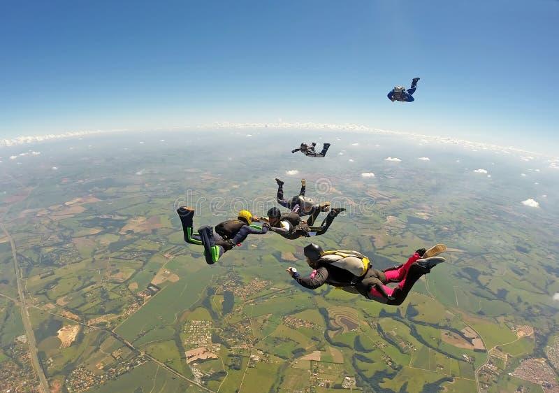 De vorming van de Skydivingsgroep royalty-vrije stock afbeeldingen