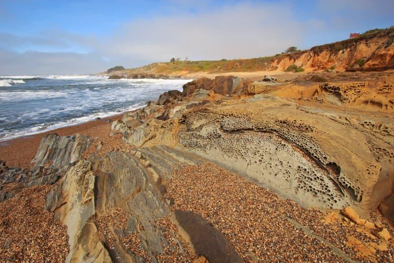 Het strand van de kiezelsteen bij Strand van de Staat van de Boon het Holle in Californië royalty-vrije stock fotografie