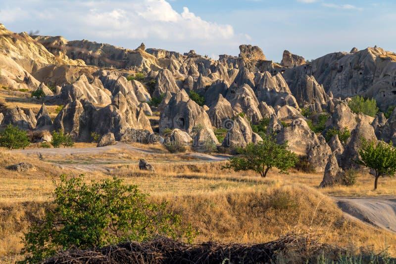 De Vormingen van de rots in Cappadocia stock afbeelding