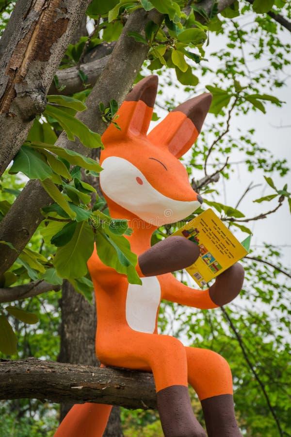 De vospop op de boom in Nami Island stock afbeelding