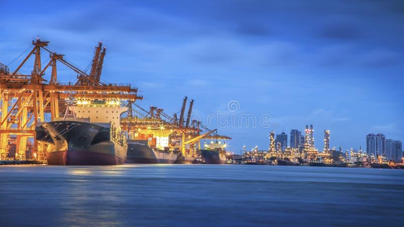 De vrachtschip van de containerlading royalty-vrije stock foto