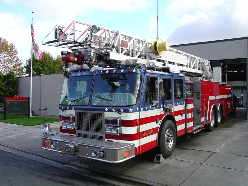 De Vrachtwagen en de Post van de brand stock afbeeldingen