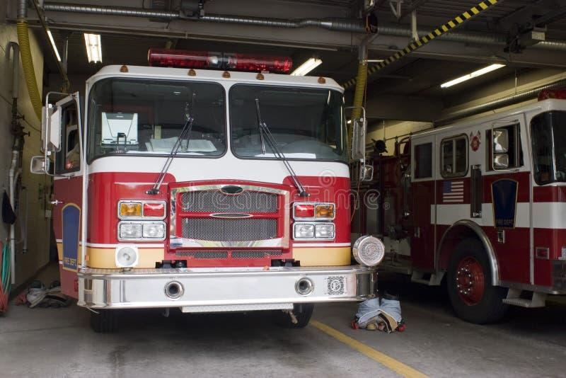 De Vrachtwagen van de brand stock foto's