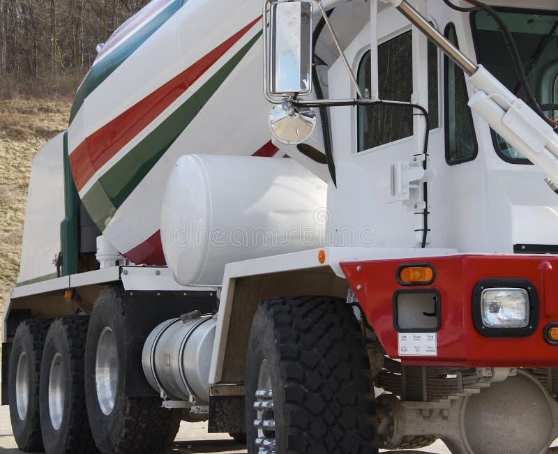 De Vrachtwagen van de Mixer van het cement royalty-vrije stock afbeeldingen