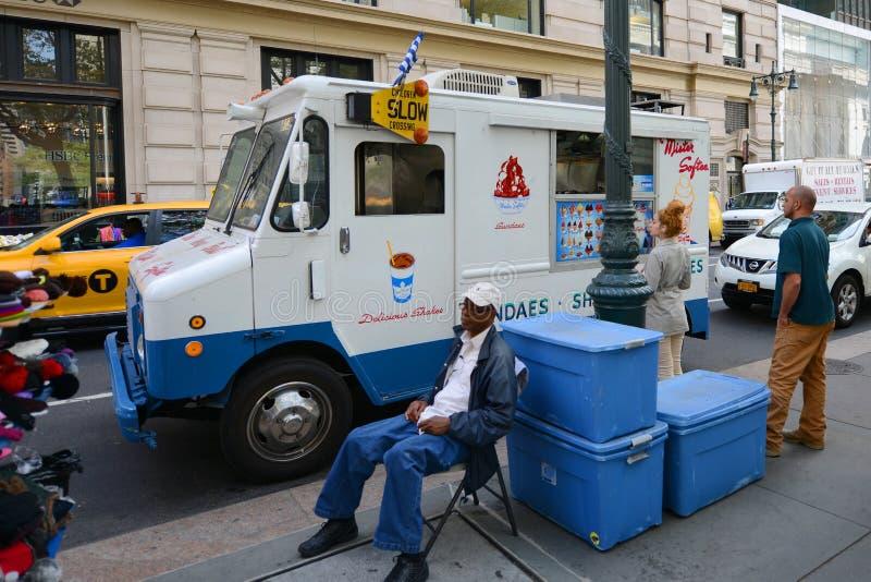 De Vrachtwagen van de voedselverkoop, de Stad van New York stock foto