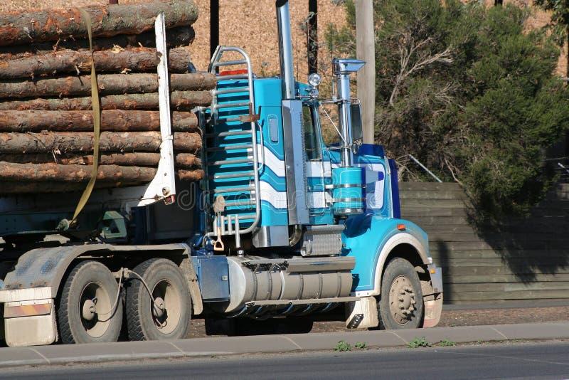 De vrachtwagen van het logboek stock afbeelding