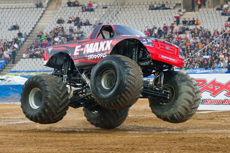 De Vrachtwagen van het Monster e-Maxx stock foto's