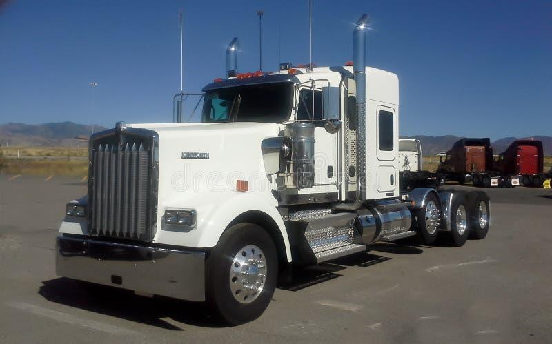 De Vrachtwagen van Kenworth W900 stock afbeeldingen