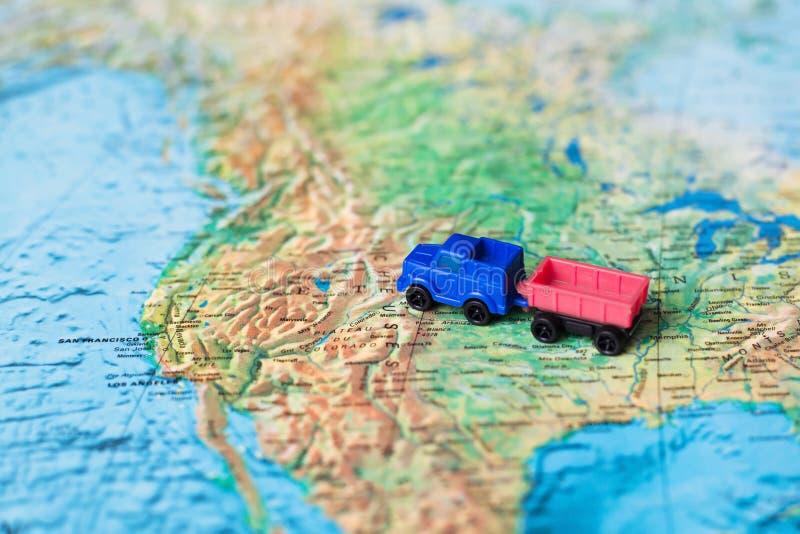 De vrachtwagen van de leveringsaanhangwagen, vervoersconcept stock foto's