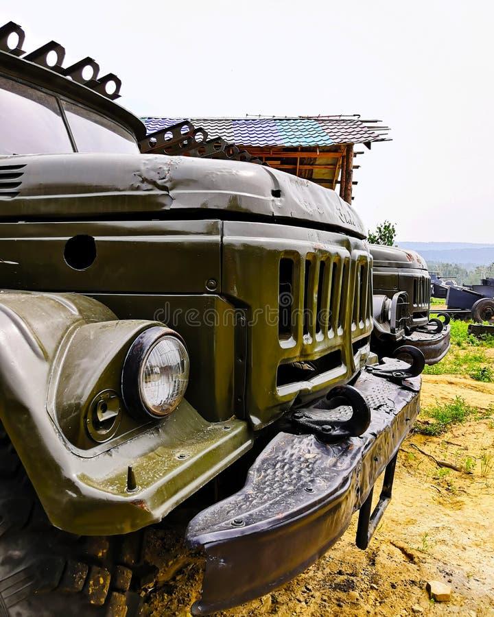 De vrachtwagen van ZIL is groen, militair, oud Gemaakt in de USSR royalty-vrije stock foto