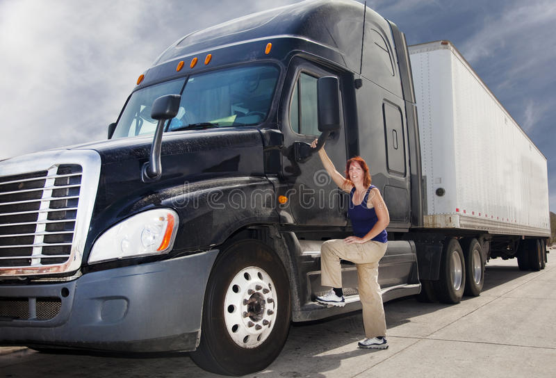 De Vrachtwagenchauffeur van de vrouw royalty-vrije stock fotografie