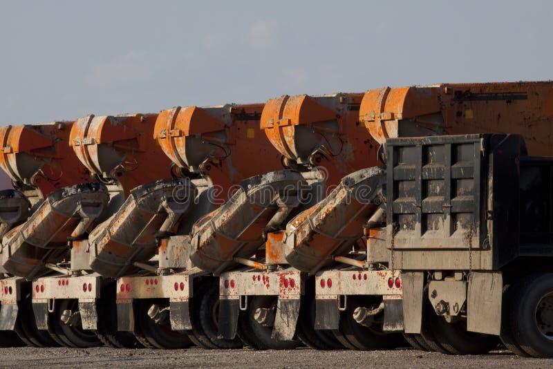 De Vrachtwagens van het cement stock foto