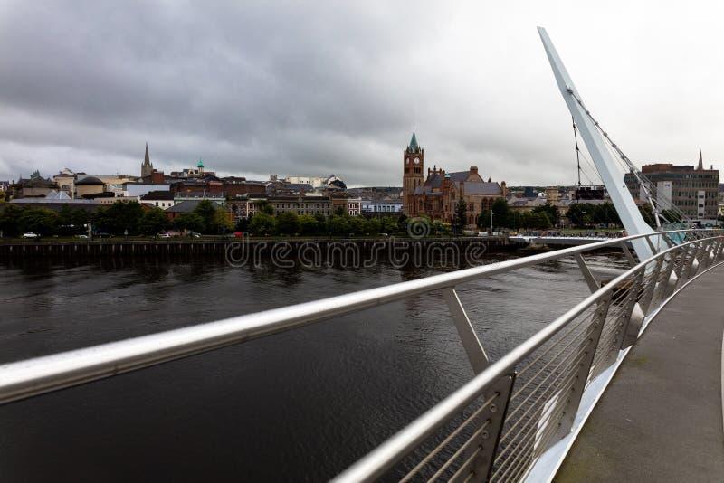 de Vredesbrug, Londonderry, Noord-Ierland royalty-vrije stock afbeelding