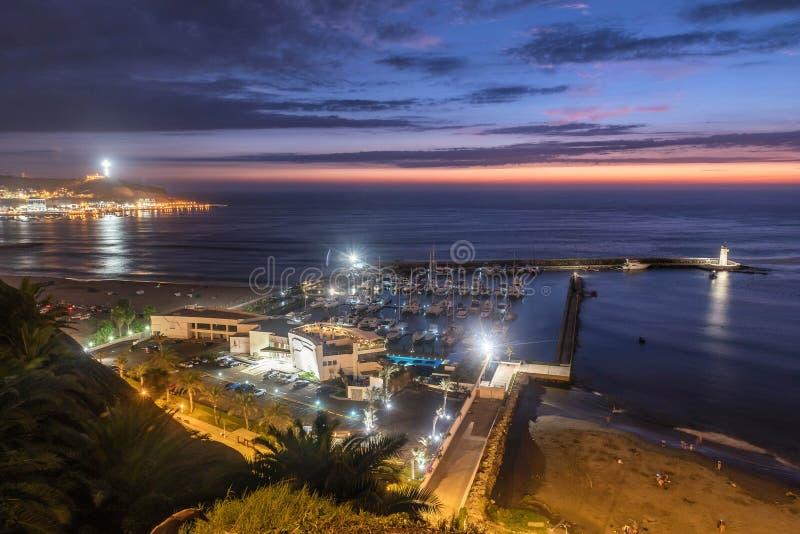 De Vreedzame kust van Miraflores bij nacht in Lima, Peru stock foto's