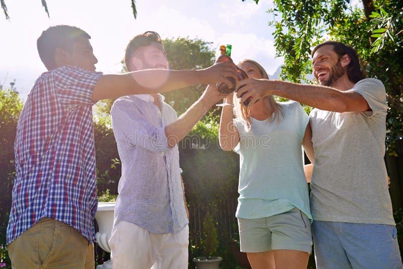De vrienden tuinieren partij royalty-vrije stock foto's