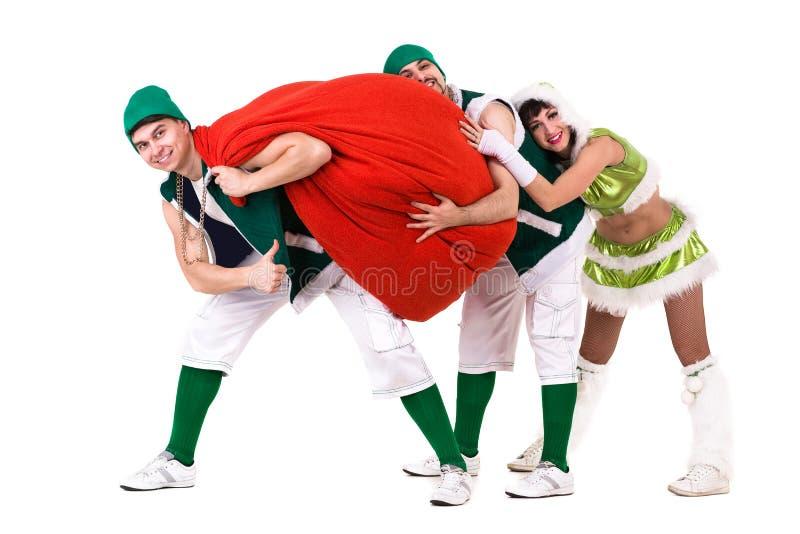 De vriendschappelijke mensen kleedden zich als het grappige gnomen dansen, geïsoleerd op wit royalty-vrije stock afbeelding