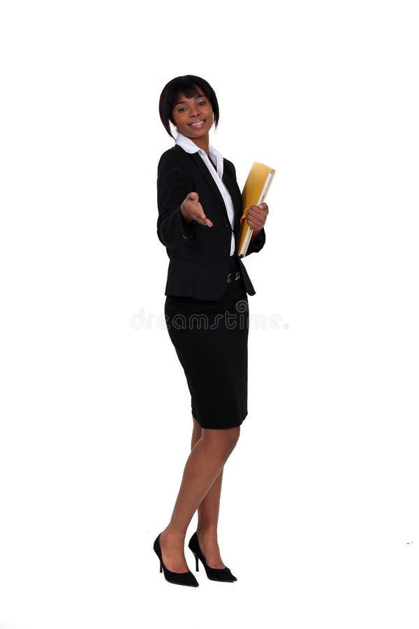 De vriendschappelijke onderneemster die haar houden deelt uit stock foto