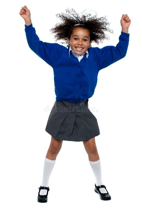 De vrij Afrikaanse dansen van het schoolmeisje in volledige schommeling royalty-vrije stock afbeeldingen