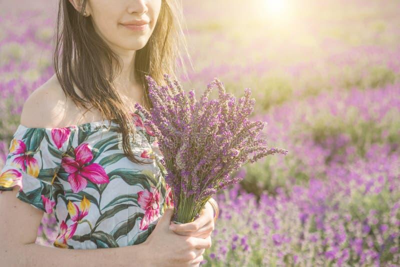 De vrije tijd van de lavendel het Gelukkige zomer lopen royalty-vrije stock foto