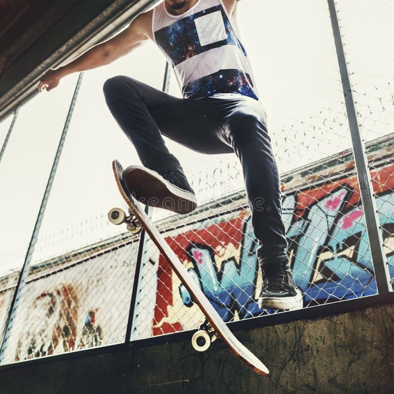 De Vrije tijds Mannelijk Tienerconcept van de Skateboardertruc royalty-vrije stock foto