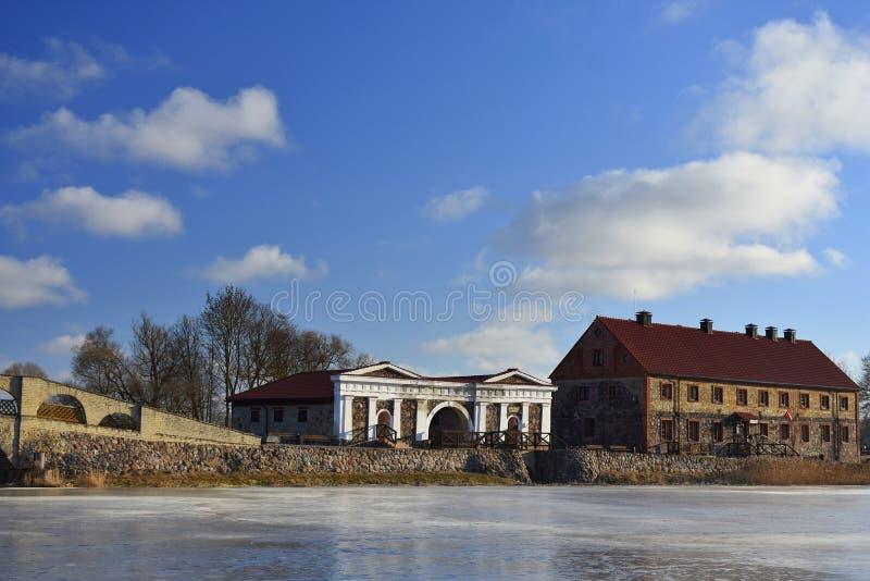 De vroege lente in Litouwen Pakruojismanor stock afbeelding
