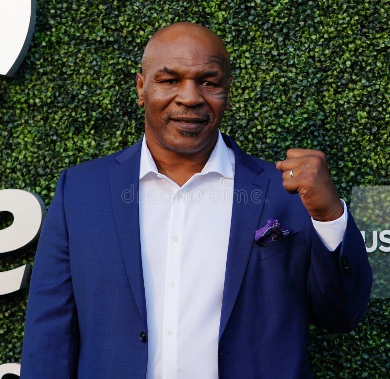 De vroegere in dozen doende kampioen Mike Tyson woont het US Open van 2018 bij openend ceremonie stock foto's