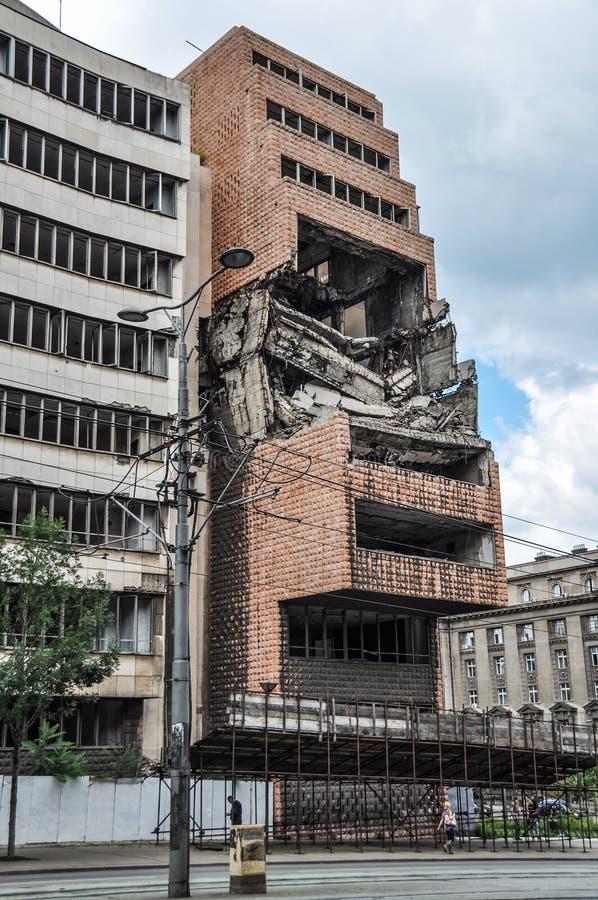 De vroegere Joegoslavische die Ministerie van Defensie bouw door de NAVO in Belgrado Servië wordt vernietigd te bombarderen royalty-vrije stock foto's