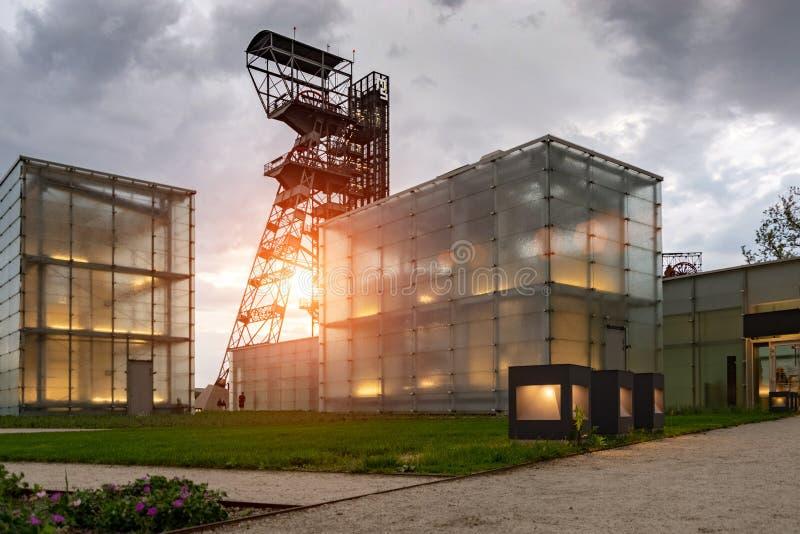 De vroegere kolenmijn ` Katowice `, zetel van het Silezische Museum Het complex combineert oude mijnbouwgebouwen en infrastructuu stock afbeeldingen