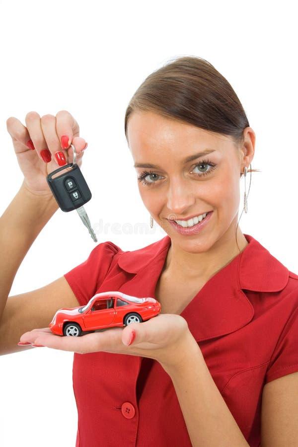 De vrouw adverteert de auto's stock afbeeldingen