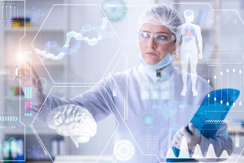 De vrouw arts in het concept van de telegeneeskundegezondheid stock afbeelding