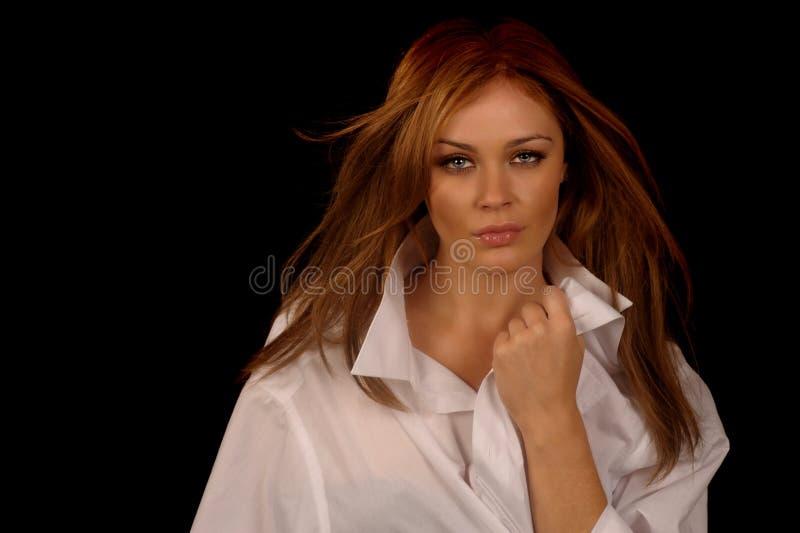 De vrouw bemant binnen overhemd stock afbeelding