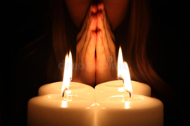 De vrouw bidt royalty-vrije stock fotografie