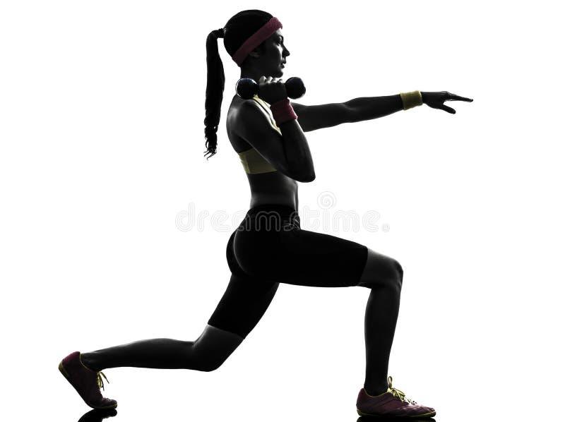 De vrouw die geschiktheid uitoefenen valt trainingsilhouet uit stock fotografie