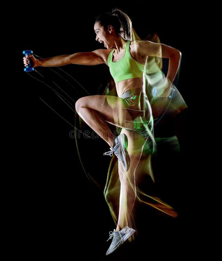 De vrouw die geschiktheidsoefeningen uitoefenen isoleerde zwart lightpainting effect als achtergrond royalty-vrije stock foto