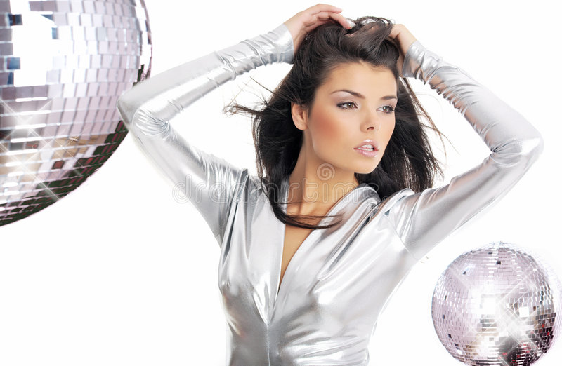 De vrouw die van de aantrekkingskracht zilveren kleding draagt royalty-vrije stock afbeelding
