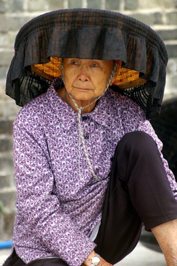De vrouw die van Hokkien nationaal kostuum draagt stock afbeelding
