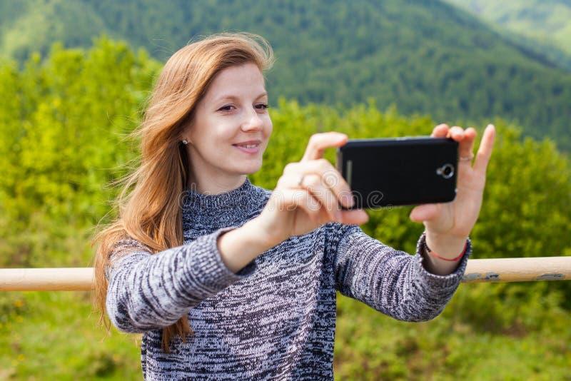 De vrouw doet selfie royalty-vrije stock fotografie