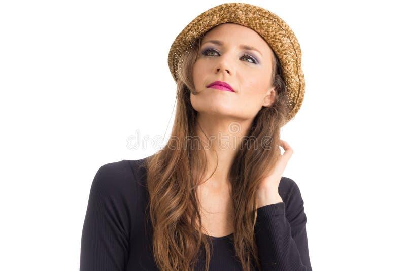 De vrouw in hoed kijkt omhoog Persoon met groen ogen en blondehaar royalty-vrije stock afbeelding