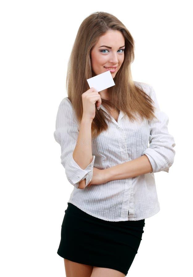 De vrouw houdt een adreskaartje stand royalty-vrije stock foto