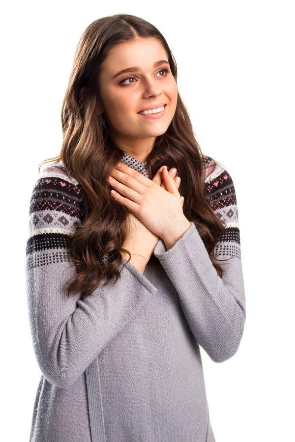 De vrouw houdt handen op borst royalty-vrije stock foto's