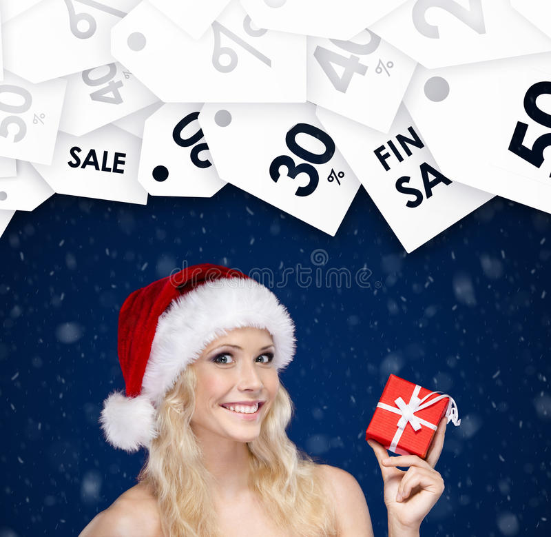 De vrouw in Kerstmis GLB overhandigt heden Seizoenverkoop stock foto's